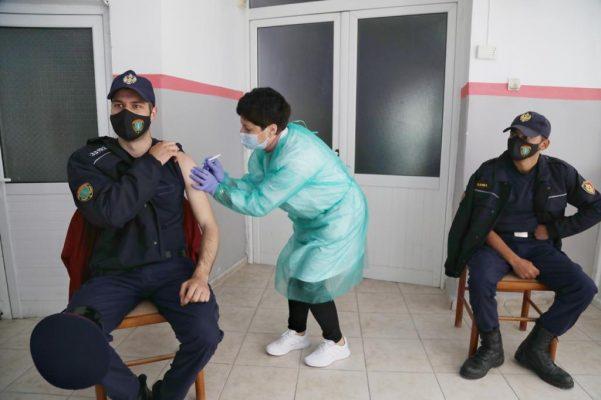 Ministri Çuçi në Gjirokastër: Deri më tani janë vaksinuar rreth 4500  policë në të gjithë vendin