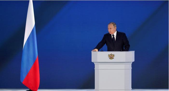 """Vladimir Putin i tregon Perëndimit """"vijën e kuqe"""""""