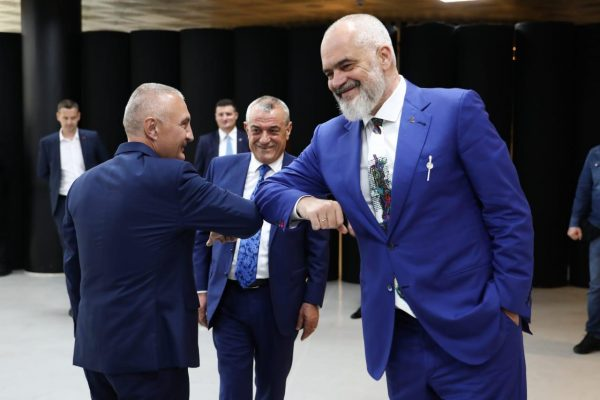 Rama sulmon Metën: Po kandidon për LSI në Vlorë, gati të dekorojë edhe floktore
