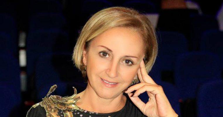 Marjana Kondi prek me dedikimin për vjehrrin: Romanin më të dashur do ta kisha shkruajtur për ty