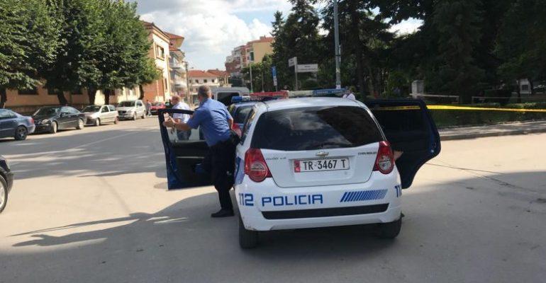 Korçari kapet duke trafikuar emigrantë në Tiranë