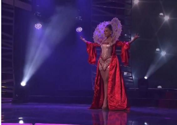 """Paola Mehmetuka shkëlqen në skenën e """"Miss Universe"""""""