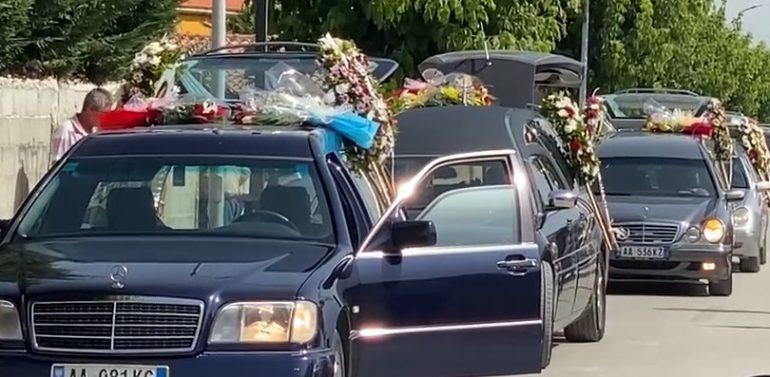 I jepet lamtumira e fundit familjes që u shua në aksident, gjyshja vë kujën