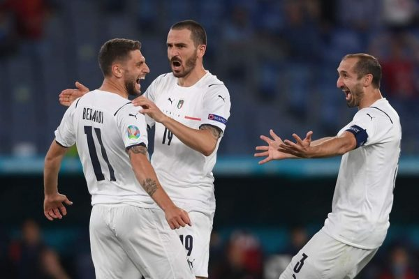 """Italia tregon """"dhëmbët"""", fiton me spektakël kundër Turqisë"""