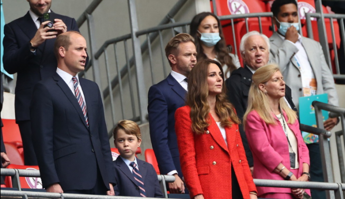 """Princ George """"çmend"""" rrjetin me mimikat e tij gjatë ndeshjes Angli-Gjermani"""