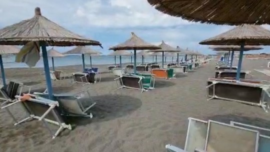 Moti i keq boshatis plazhet, pushuesit largohen pas nisjes së stuhisë