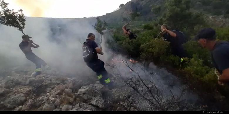 Zjarr në Malin e Dukatit/ Shkrumbohen 40 hektarë kullota dhe pyje