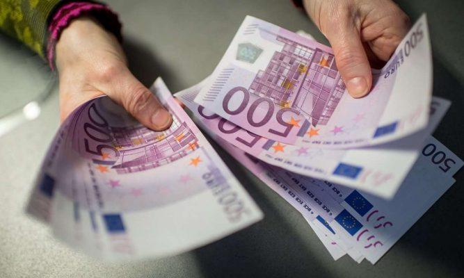 Euro vijon pikiatën/ Shkak i rënies, turizmi, emigrantët dhe paraja informale
