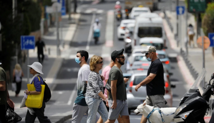 Izraeli ofron dozën e tretë të vaksinës për të rriturit në rrezik
