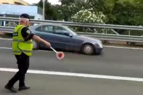Shoferët nuk binden/ Policia përdor prangat, mbush fletët e gjobës dhe heq patenta
