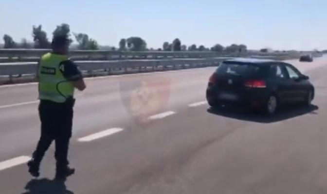 """Policia me """"dorë të hekurt""""/ Mijëra gjoba për shoferët problematikë, 11 i vë në pranga"""