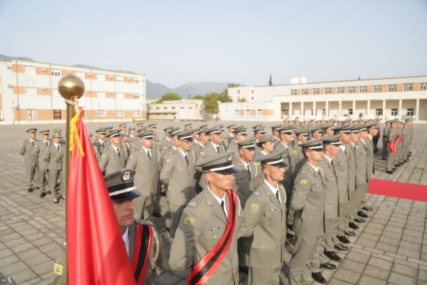 Diplomohen 59 oficerët e rinj të Forcave të Armatosura