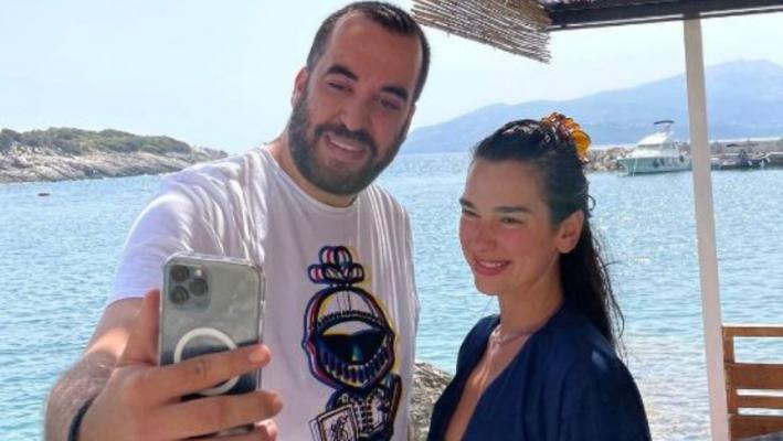 Dua Lipa vijon pushimet në jug të Shqipërisë, Greg Rama pozon krah saj