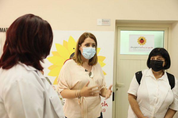 Priten 500 mijë vaksina nga Pfizer/ Manastirliu: Vaksinohuni, mos u bëni kosto për jetën e familjarëve dhe të shoqërisë