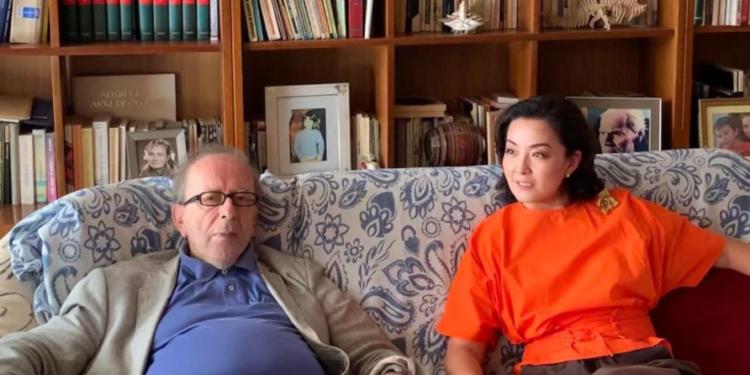 """""""Një nga mendimtarët më të mëdhenj në Evropë""""/ Ambasadorja Kim takohet me Kadarenë"""