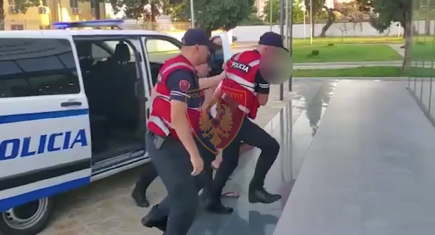 Kapet hajduti serial në Shkodër, iu vidhte grave varëset e floririt në qafë