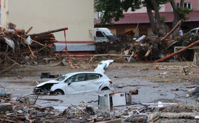59 viktima nga përmbytjet në Turqi, po kërkohen të zhdukurit