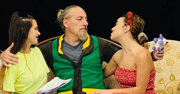 """""""Zonja nga Argjentina"""", një komedi në Teatrin """"Skampa"""" të Elbasanit"""