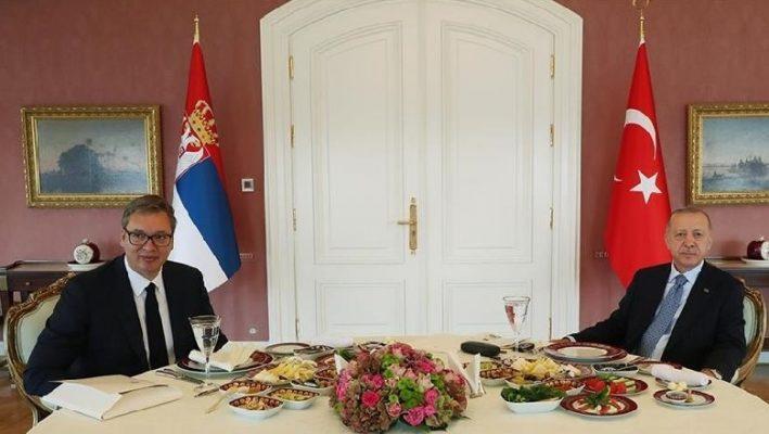 Vuçiç udhëton drejt Stambollit, takohet me presidentin Erdogan