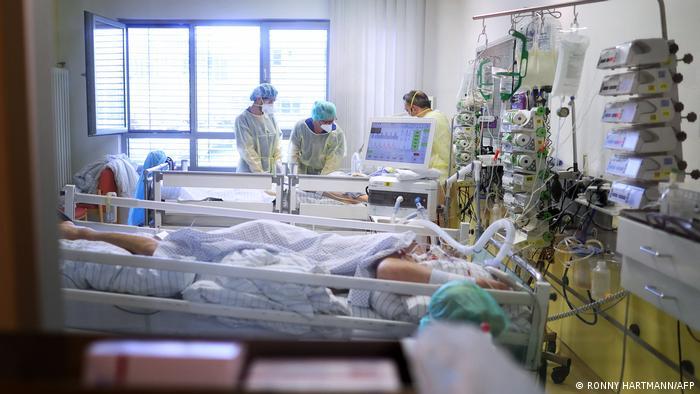 Qeveria gjermane ndryshon kurs: numri i shtrimeve në spital vendimtar për shtrëngimin ose jo të masave