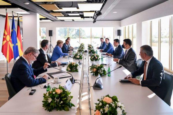 Takimi me Merkel/ Zaev: Të zgjidhen sa më shpejt pengesat politike për integrimin në BE