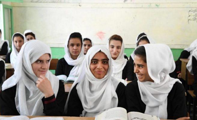 Pakistani: Ndalimi i shkollimit të vajzave s'ka të bëjë me fenë
