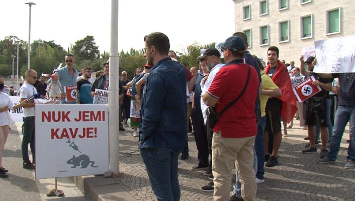 Protestë në Tiranë kundër vaksinimit me detyrim të disa kategorive