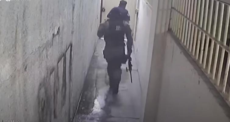VIDEO/ Të veshur si marinsa amerikanë, pamjet e arratisjes spektakolare të bosit të madh të drogës