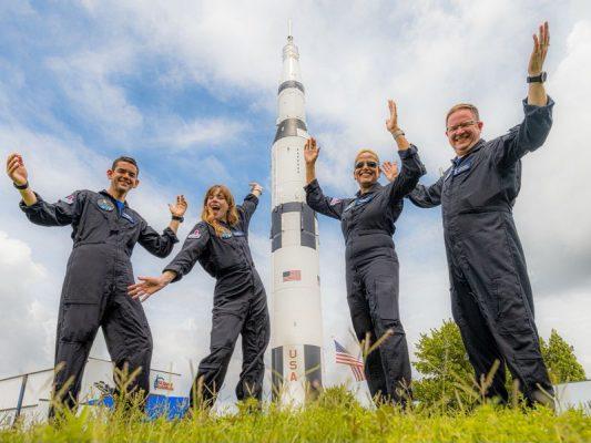 Katër turistë për herë të parë në mision hapësinor