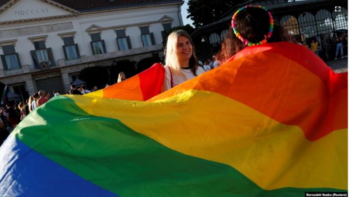 Hungaria i barazon filmat me homoseksualë me ata horror