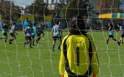 Kur futbolli bën mrekulli/ 13-vjeçarja me autizëm, pjesë e skuadrës së Elbasanit