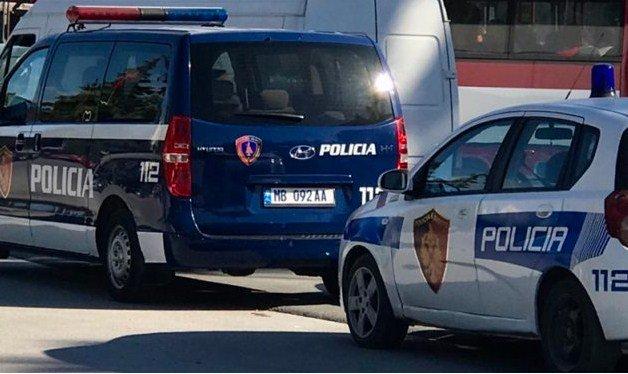 Çmenduri në Vlorë/ Djali merr zvarrë studenten 20-vjeçe në mes të lokalit, e qëllon me armë dhe hedh granatë
