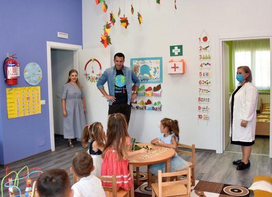 """Përurohet kopshti i ri në Fikas, Veliaj: """"Premtim i mbajtur, ofrojmë të njëjtin shërbim për fëmijët, si në qendër edhe në periferi"""""""