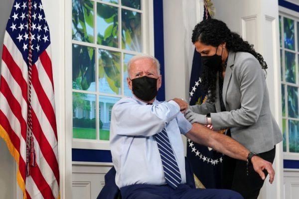 Biden, urdhri për vaksinim të detyrueshëm po jep rezultate