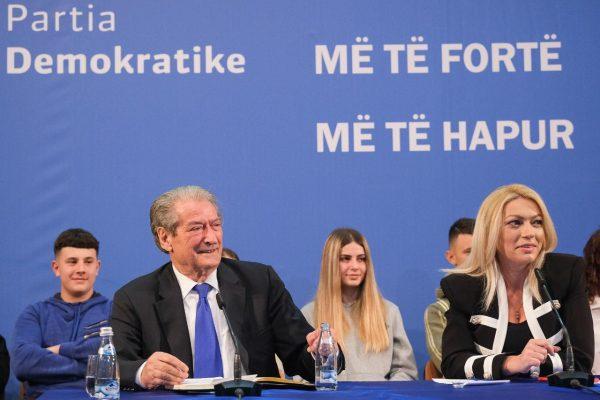 """Berisha zhvendos """"Foltoren""""/ Ja qyteti i radhës ku do të mbledhë demokratët"""