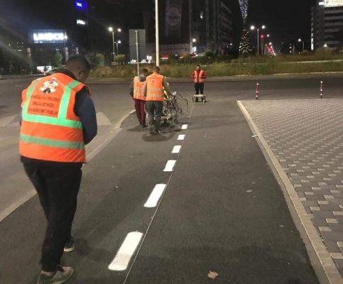 Fotot/ Maratona, Bashkia e Tiranës kujdeset për sinjalistikën e çdo rruge