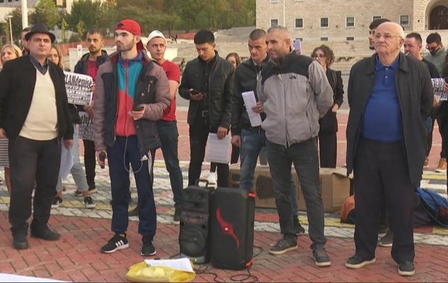 """""""Rama na ka nxjerrë në shitje""""/ Protestë kundër vaksinës me detyrim në Tiranë"""