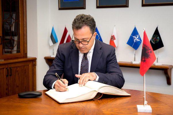 Shqipëria organizon Kursin e Lartë për Studimet e Sigurisë dhe Mbrojtjes, pjesë ushtarakë dhe zyrtarë nga Kosova dhe vende të NATO-s