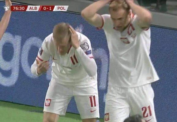 Ndërpritet ndeshja Shqipëri-Poloni, tifozët godasin me shishe lojtarët polakë pasi shënuan gol