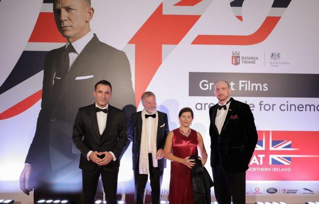 """Premiera e filmit """"James Bond"""" në Tiranë/ Veliaj dhe ambasadori i ri britanik presin te ftuarit te veshur si James Bond"""