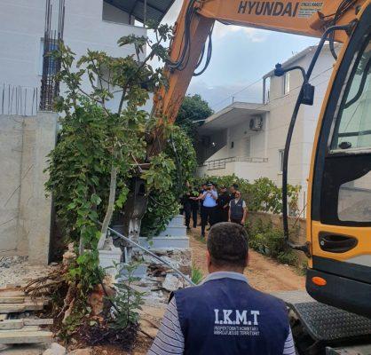 """IKMT vijon operacionin """"Bregdeti Ynë"""", Çuçi: Mbi 60 ndërtime pa leje u shembën gjatë shtatorit nga Vlora në Ksamil"""