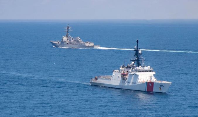 Luftanijet amerikane e kanadeze lundrojnë përmes ngushticës së Tajvanit