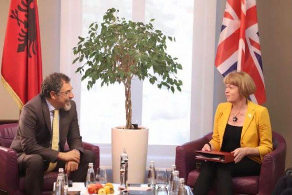 Çuçi pret ministren britanike për Evropën/ Zbardhen diskutimet
