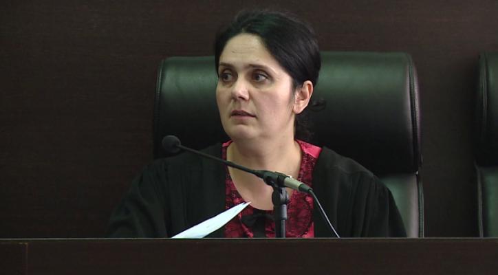 Pranohet gjykimi i shkurtuar për Enkeleda Hoxhën, ish-gjyqtarja e Krujës do përfitojë ulje dënimi