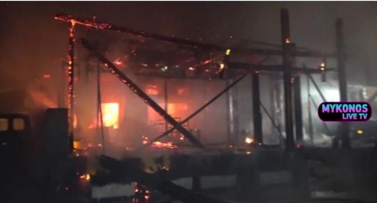 Zjarr i fuqishëm në një restorant në ishullin e VIP-ave në Greqi/ Shpërthejnë disa bombola gazi