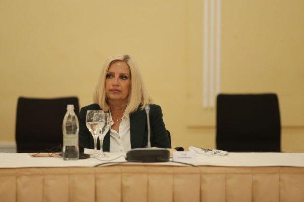 Politikania e njohur greke ndahet nga jeta pas një beteje me sëmundjen e rëndë