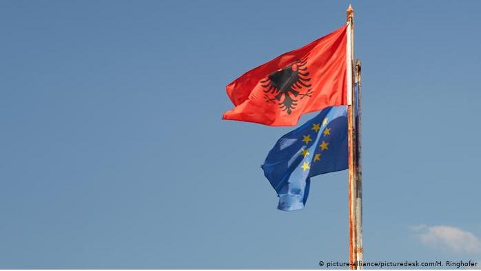 Raporti i KE/ DW: Ku ka bërë progres dhe ku ngec ende Shqipëria?