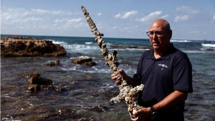 Zhytësi gjen shpatën 900-vjeçare në brigjet e Izraelit