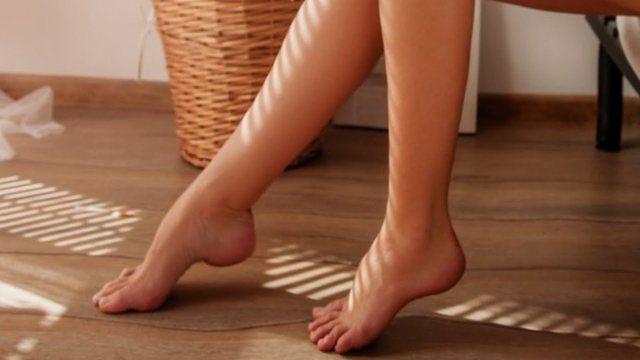 Ecja me këmbët zbathur mund të shkaktojnë këto probleme